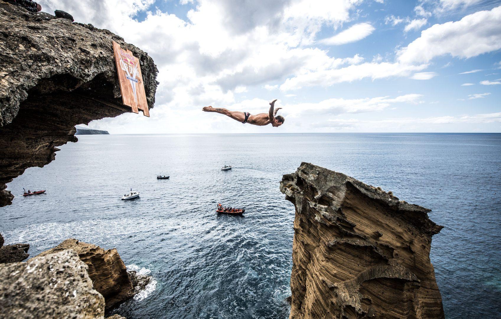Фото прыжки со скал в воду